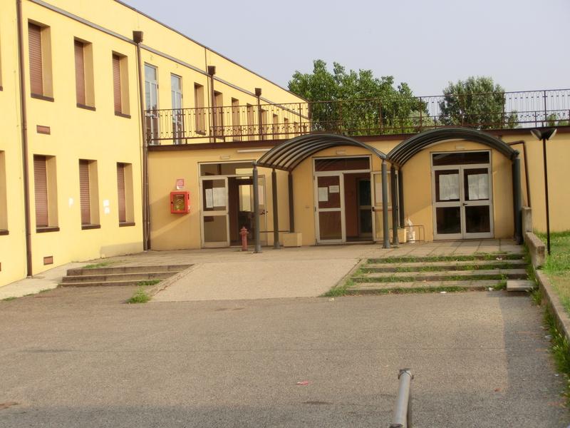Ingresso segreteria - presso scuola secondaria di Lacchiarella
